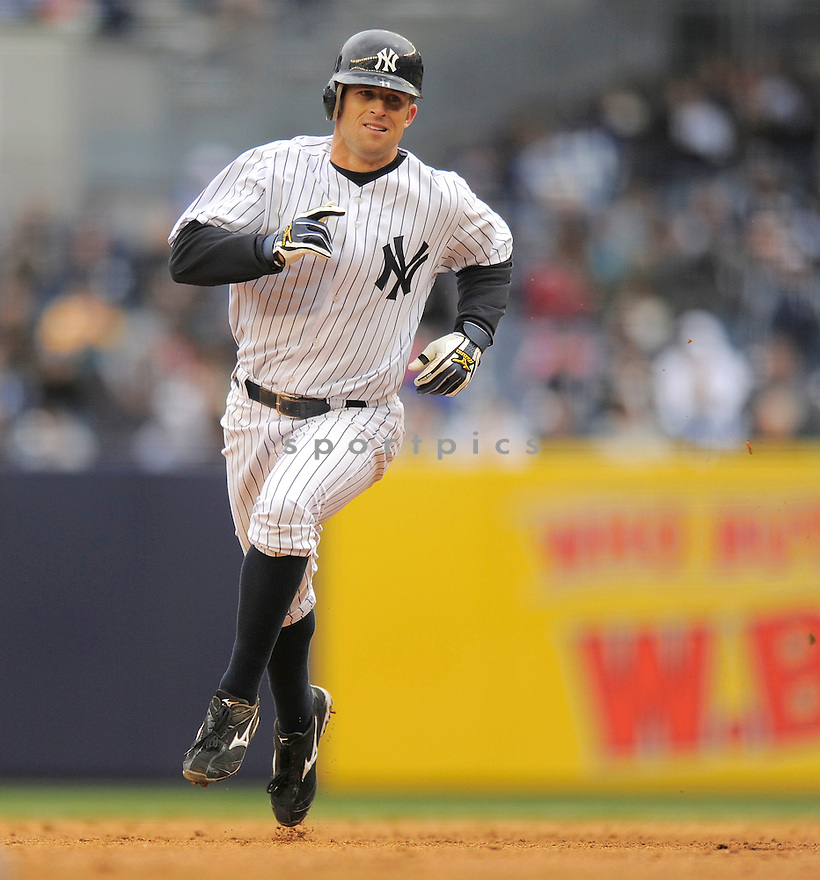 BRETT GARDNER, of the New York Yankees , in action  during the Yankees  game against the Chicago Cubs on April 4, 2009 in New York.  The Yankees beat  the Cubs  10-1  in the Bronx, New York.