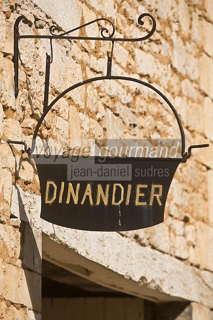 Europe/France/Aquitaine/24/Dordogne/Périgord Noir/Saint-Amand-de-Coly: Enseigne du dinandier du village