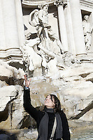 Una turista lancia monetine nella Fontana di Trevi a Roma.<br /> A tourist tosses a coin into the Trevi's Fountain, in Rome.<br /> UPDATE IMAGES PRESS/Riccardo De Luca