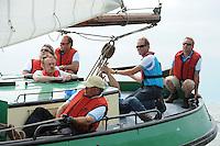 SKUTSJESILEN: STAVOREN: IJsselmeer, 13-08-2012, IFKS skûtsjesilen, A-klasse, skûtsje Zeldenrust, Ron Tempel (schotenman), Coen Busher (roef), Wiepke Wierda (adviseur/windvanger), schipper Kees van der Kooij, Lars vd Berg (adviseur), Jeroen Volkers (zwaardenman bb), ©foto Martin de Jong