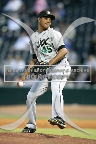 April 17, 2009:  Relief Pitcher Luis Munoz (45) of the West Tenn Diamond Jaxx, Southern League Class-AA affiliate of the Seattle Mariners, during a game at the Baseball Grounds of Jacksonville in Jacksonville, FL.  Photo by:  Mike Janes/Four Seam Images