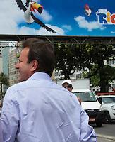 RIO DE JANEIRO, RJ, 30.12.2013 - O Prefeito do Rio de Janeiro, Eduardo Paes, visita a estrutura do palco principal na Praia de Copacabana onde são esperadas 2,5 milhões de pessoas para receber 2014 e que terá show de fogos que durará 16 minutos além de atrações musicais divididas em vários palcos ao longo da orla. (Foto. Néstor J. Beremblum / Brazil Photo Press)