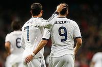 ATENCAO EDITOR IMAGEM EMBARGADA PARA VEICULOS INTERNACIONAIS - MADRI, ESPANHA, 15 JANEIRO 2013 - COPA DO REI - REAL MADRID X VALENCIA - Karim Benzema (D) e Cristiano Ronaldo jogadores do Real Madrid durante partida pelo jogo de ida das quartas-de-finais da Copa do Rei no Estadio Santiago Bernabeu em Madri capital da Espanha, nesta terca-feira, 15. (FOTO: CESAR CEBOLLA / ALFAQUI / BRAZIL PHOTO PRESS)..