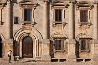 Tourist taking photograph at Palazzo de Nobili Tarugi, in Piazza Grande in Montepulciano, Val D'Orcia, Tuscany, Italy