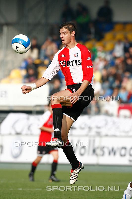 Nederland, Waalwijk, 15 oktober 2006 .Eredivisie .Seizoen 2006-2007 .RKC Waalwijk-Feyenoord (2-2).Angelos Charisteas van Feyenoord in actie met bal