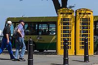 Royaume-Uni, îles Anglo-Normandes, île de Guernesey, Saint Peter Port: Cabines de téléphone // United Kingdom, Channel Islands, Guernsey island, Saint Peter Port: phone boots