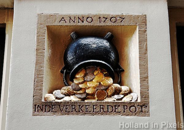 Gevelsteen in Amsterdam met de tekst:  In de  verkeerde pot