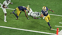 DeShone Kizer (14) scores a touchdown in front of Michigan State Spartans cornerback Vayant Copeland (13) in the first quarter.