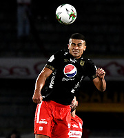 BOGOTA-COLOMBIA, 21-02-2020: Carlos Sierra de America de Cali, en acción durante partido de la fecha 6 entre Independiente Santa Fe y America de Cali, por la Liga BetPLay DIMAYOR I 2020, en el estadio Nemesio Camacho El Campin de la ciudad de Bogota. / Carlos Sierra of America de Cali, in action during a match of the 6th date between Independiente Santa Fe and America de Cali, for the BetPlay DIMAYOR I Leguaje 2020 at the Nemesio Camacho El Campin Stadium in Bogota city. / Photo: VizzorImage / Luis Ramirez / Staff.