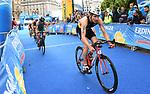 06.07.2019,  Innenstadt, Hamburg, GER, Hamburg Wasser World Triathlon, Elite Mainner, im Bild die Triathleten auf dem Fahrrad auf dem Rathausplatz mit Maximilian Schwetz (GER) Foto © nordphoto / Witke *** Local Caption ***