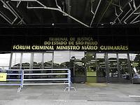 SAO PAULO - SP -  20 DE ABRIL 2013. MASSACRE CARANDIRU, o julgamento dos 26 policiais militares deve terminar hoje (20) por volta das 23:00hs, é o que preveem os jornalistas, no Forum da Barra Funda, na zona oeste da capital paulista. FOTO: MAURICIO CAMARGO / BRAZIL PHOTO PRESS.