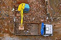 Trabalho de demoliçao de casas na construçao. Sao Paulo. 2012. Foto de Juca Martins.
