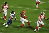 Joshua Cribbs (AFC) gegen Lance Briggs (NFC)<br /> AFC vs. NFC Pro Bowl, Sun Life Stadium *** Local Caption *** Foto ist honorarpflichtig! zzgl. gesetzl. MwSt. Auf Anfrage in hoeherer Qualitaet/Aufloesung. Belegexemplar an: Marc Schueler, Alte Weinstrasse 1, 61352 Bad Homburg, Tel. +49 (0) 151 11 65 49 88, www.gameday-mediaservices.de. Email: marc.schueler@gameday-mediaservices.de, Bankverbindung: Volksbank Bergstrasse, Kto.: 151297, BLZ: 50960101