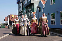 Nederland  Zaandam- 2019.  Klederdrachtgroep de Zaanse Kaper in het centrum van Zaandam.    Foto Berlinda van Dam / Hollandse Hoogte