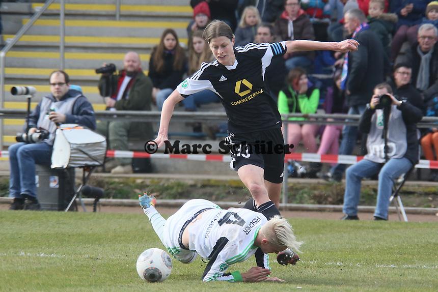 Kerstin Garefrekes (FFC) gegen Nilla Fischer (Wolfsburg)