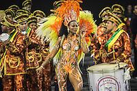 SAO PAULO, SP, 11  FEVEREIRO 2013 - CARNAVAL SP - ESTRELA DO TERCEIRO MILENIO  - Integrantes da escola de samba  Estrela do  Terceiro Milenio durante desfile do grupo de acesso no Sambódromo do Anhembi na região norte da capital paulista, na madrugada desta segunda (11).