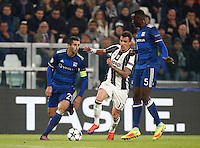 Calcio, Champions League: Gruppo H, Juventus vs Lione. Torino, Juventus Stadium, 2 novembre 2016. <br /> Lyon's Maxime Gonalons, left, and Mouctar Diakhaby, right, and Juventus&rsquo; Mario Mandzukic fight for the ball during the Champions League Group H football match between Juventus and Lyon at Turin's Juventus Stadium, 2 November 2016. The game ended 1-1.<br /> UPDATE IMAGES PRESS/Isabella Bonotto