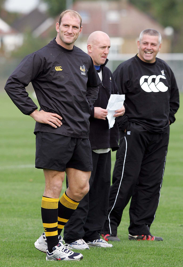 Photo:  Frances Leader..Wasps training. Wasps training ground Twyford Ave, Acton. 18/20/04..l-r- Captain of Wasps Lawrence Dallaglio, forward coach and London Wasps director of rugby (head coach)  Warren Gatland share a joke at training........... .