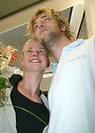 Die deutsche Schwimmerin Britta Steffen beendet ihre Karriere - Archiv aus  07.08.2006<br /> Ankunft der Schwimmerin   <br /> Britta Steffen , Freund Oliver Wenzel<br /> Trainer Warnatzsch<br />  <br /> <br />   <br /> Foto &copy; nph /  Schulz