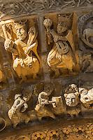 France, Pyrénées-Atlantiques (64), Béarn, Oloron-Sainte-Marie, étape sur le chemin de Compostelle, portail roman de l'église Sainte-Marie du XIIe siècle, classée Patrimoine Mondial de l'UNESCO - Voussures du portail de la cathédrale Sainte Marie d'Oloron représentant les Vieillards de l'Apocalypse (12ème siècle)  et scènes populaires de coutumes alimentaires  // France, Pyrenees Atlantiques, Bearn, Oloron Sainte Marie, stop on el Camino de Santiago, Romanesque portal of Sainte Marie church of the 12th century, listed as World Heritage by UNESCO