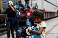 """Una niña de origen hondureña <br /> come una banana en la estación de tren de Hermosillo Sonora, algunos de los viajeros presentan síntomas de desnutrición y deshidratación <br /> <br /> Caravana del Migrante conformada por un contingente de 600 personas su mayoría de origen centroamericano, arribaron a bordo del tren conocido como """"La Bestia"""", provienen de la frontera Sur del País y con rumbo a la ciudad de Mexicali donde continuaran el viaje hasta Tijuana.<br /> La caravana tiene como objetivo solicitar <br /> asilo a Estados Unidos y algunos integrantes piensan solicitar una visa humanitaria en Mexico para laborar en los campos de Sonora y Baja California.<br /> (Photo: AP/Luis Gutierrez)"""