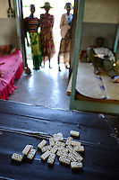MADAGASCAR, Mananjary, health centre for TBC patients, Domino game / MADAGASKAR Mananjary, TBC Gesundheitsstation der Schwestern ST. PAUL de CHARTRES, Dominospiel