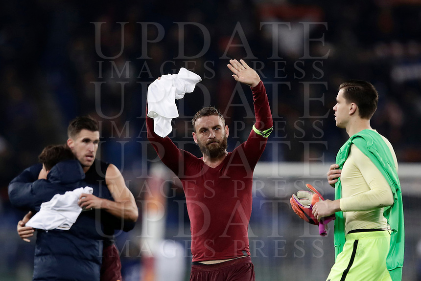 Calcio, Serie A: Roma vs Milan. Roma, stadio Olimpico, 12 dicembre 2016.<br /> Roma's Daniele De Rossi, center, and goalkeeper Wojciech Szczesny celebrate at the end of the Italian Serie A football match between Roma and AC Milan at Rome's Olympic stadium, 12 December 2016.<br /> UPDATE IMAGES PRESS/Isabella Bonotto