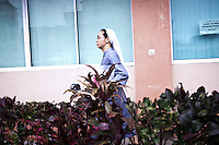 Sister Gertrude is the youngest sister from the benedictine community in the Philippines. During the typhoon, she was in Baguio but decided to come to Tacloban in order to help the hospital where she started as a nurse almost 20 years ago. <br /> <br /> Soeur Gertrude est la plus jeune s&oelig;ur de la communaut&eacute; b&eacute;n&eacute;dictine aux Philippines. Pendant le typhon, elle &eacute;tait &agrave; Baguio, mais a d&eacute;cid&eacute; de venir &agrave; Tacloban afin d'aider l'h&ocirc;pital o&ugrave; elle a commenc&eacute; comme infirmi&egrave;re il ya pr&egrave;s de 20 ans.