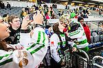 Stockholm 2015-03-14 Bandy SM-final herrar Sandvikens AIK - V&auml;ster&aring;s SK :  <br /> V&auml;ster&aring;s Jonas Nilsson kysser sin fru och har sitt barn i famnen efter matchen mellan Sandvikens AIK och V&auml;ster&aring;s SK <br /> (Foto: Kenta J&ouml;nsson) Nyckelord:  SM SM-final final Bandyfinal Bandyfinalen herr herrar VSK V&auml;ster&aring;s SAIK Sandviken jubel gl&auml;dje lycka glad happy