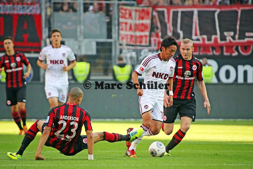 Makato Hasebe (Nürnberg) gegen Bamba Anderson und Sebastian Rode (Eintracht)