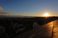 Swansea, UK. Monday 07 November 2016<br /> The sun sets over roof tops in Swansea Bay ending another day of sunny but cold weather in Wales, UK