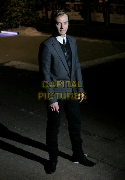 "JUDE LAW.At the UK Film Premiere of ""The Holiday"", .Odeon Leicester Square, London, England, .December 5th 2006..full length grey jacket black tie trousers.CAP/AH.©Adam Houghton/Capital Pictures"