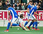 AMSTELVEEN - Mirco Pruyser (A'dam)  tijdens  de  eerste finalewedstrijd van de play-offs om de landtitel in het Wagener Stadion, tussen Amsterdam en Kampong (1-1). Kampong wint de shoot outs.   rechts Sander de Wijn (Kampong)  COPYRIGHT KOEN SUYK