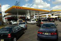 Venta de Gasolina..Lugar:Ciudad de Bonao Provincia Mon Señor Noel.Foto:Cesar de la Cruz.Fecha:.