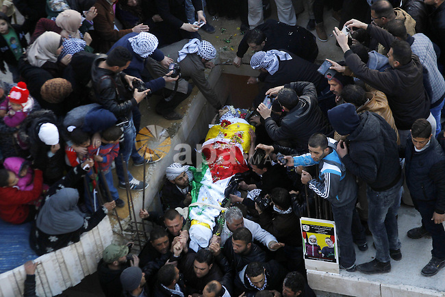 Mourners carry the body of Palestinian Ali Taqatqa, who the Israeli military said was shot dead with another Palestinian by Israeli troops after they stabbed and wounded an Israeli soldier on Thursday outside a Jewish settlement, during their funeral in the West Bank village of Beit Fajjar, south of Bethlehem March 20, 2016. Photo by Wisam Hashlamoun