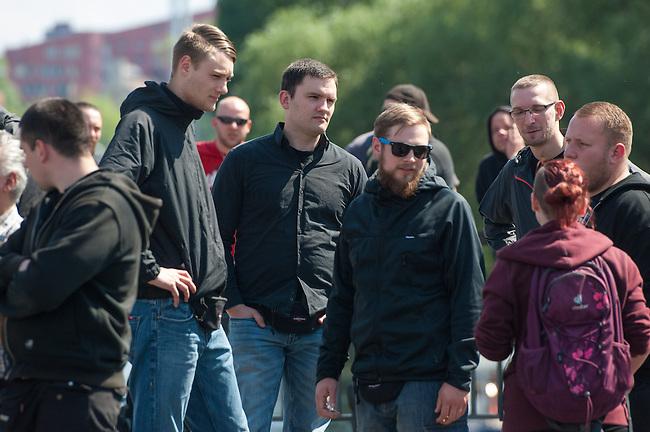 Am Samstag den 26. April 2014 versuchte die Neonazipartei NPD in Berlin erneut einen Aufmarsch durch den Stadtteil Kreuzberg. 6.000 Menschen protestierten mit diversen Blokade dagegen und verhinderten, dass die ca 70 Neonazis weiter als 150m laufen konnten.<br /> So war nach 3 Minuten Marsch f&uuml;r die NPD Schluss und die Neonazis mussten zum Startpunkt am S-Bahnhof Jannowitzbruecke umdrehen. Auch wenn ueber den NPD-Lautsprecherwagen mehrfach behauptet wurde, die Demonstration sei in Kreuzberg, ist doch richtig, dass die Neonazis sich nur in Berlin-Mitte befanden.<br /> Bildmitte: Dennis Giemsch, Mitglied der Partei &quot;Die Rechte Dortmund&quot;. Giemsch zaehlt zu den als gewalttaetig eingeschaetzten sog. &quot;Autonomen Nationalisten&quot; und soll lt. Medien Mitglied des verbotenen &quot;Nationalen Widerstand Dortmund&quot; NWDO sein.<br /> 26.4.2014, Berlin<br /> Copyright: Christian-Ditsch.de<br /> [Inhaltsveraendernde Manipulation des Fotos nur nach ausdruecklicher Genehmigung des Fotografen. Vereinbarungen ueber Abtretung von Persoenlichkeitsrechten/Model Release der abgebildeten Person/Personen liegen nicht vor. NO MODEL RELEASE! Don't publish without copyright Christian-Ditsch.de, Veroeffentlichung nur mit Fotografennennung, sowie gegen Honorar, MwSt. und Beleg. Konto:, I N G - D i B a, IBAN DE58500105175400192269, BIC INGDDEFFXXX, Kontakt: post@christian-ditsch.de<br /> Urhebervermerk wird gemaess Paragraph 13 UHG verlangt.]