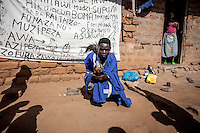 Witchdoctor Sukweya Adamson Chikwawa (34) from Malawi. He is not a member of the Mozambican traditional healer's association AMETRAMO and works illegally.