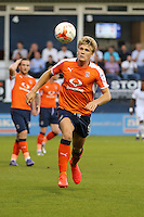 Cameron McGeehan of Luton Town during the Sky Bet League 2 match between Luton Town and Newport County at Kenilworth Road, Luton, England on 16 August 2016. Photo by David Horn.