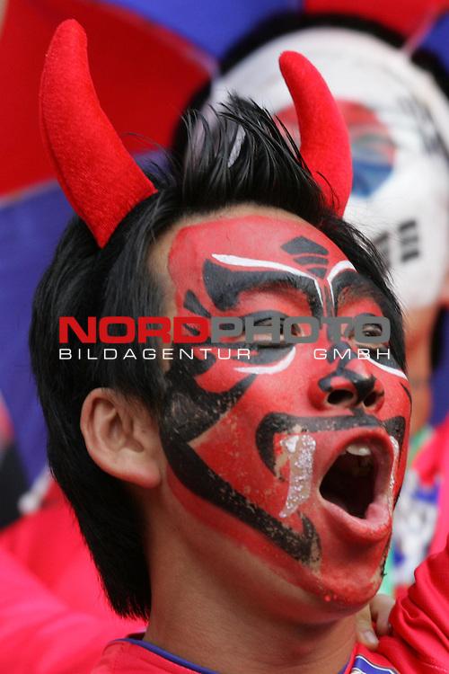 FIFA WM 2006 -  Gruppe G  Vorrunde ( Group G )<br /> Play    #46 (23-Jun) - Schweiz - S&uuml;dkorea<br /> <br /> Fan von Korea mit Gesichtsbemalung als Teufel.<br /> <br /> Foto &copy; nordphoto