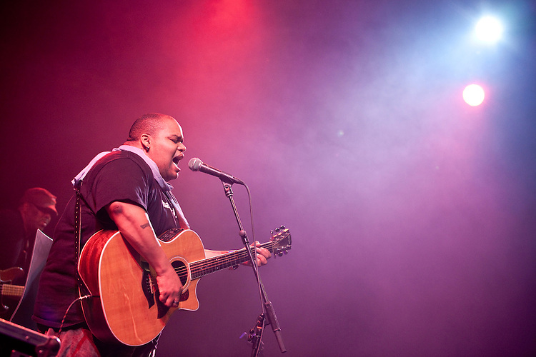 Europa, DEU, Deutschland, Nordrhein Westfalen, NRW, Rheinland, Niederrhein, Moers, Moers Festival 2010, Toshi Reagon & BIGLovely, Line up - Toshi Reagon_voc, g, Adam Widoff_g, Fred Cash_b, Joe Magistro_dr, Kategorien und Themen, Menschen, Mensch, Personen, Person, Menschenfotos, People, Musik, Musiker, Konzert, Konzerte, Events....[ For each utilisation of my images my General Terms and Conditions are mandatory. Usage only against use message and proof. Download of my General Terms and Conditions under http://www.image-box.com or ask for sending. A clearance before usage is necessary...Contact   archive@image-box.org   www.image-box.com ]
