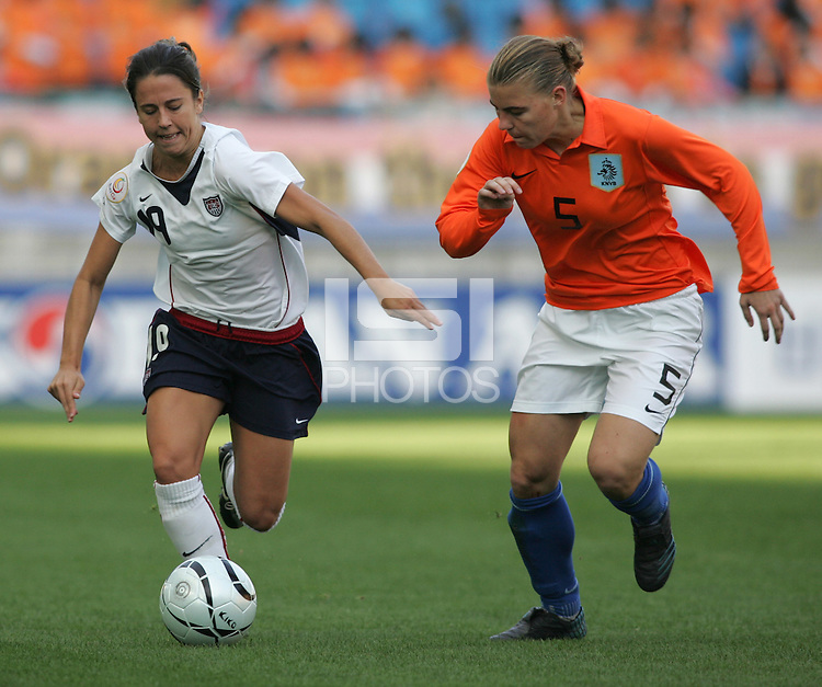 Nov 2, 2006: Suwon, South Korea:  Kacey White, Petra Hogewonig