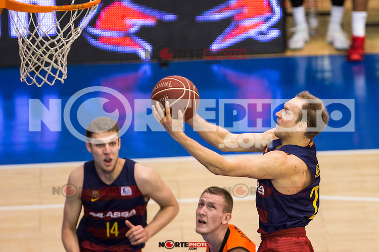 FC Barcelona Lassa's Aleksandar Vezenkov Brad Oleson during the match of Endesa ACB League between Fuenlabrada Montakit and FC Barcelona Lassa at Fernando Martin Stadium in fuelnabrada,  Madrid, Spain. October 30, 2016. (ALTERPHOTOS/Rodrigo Jimenez) /NORTEPHOTO.COM