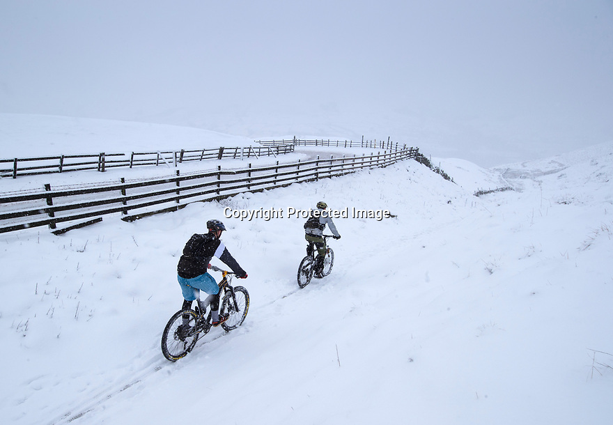 22/01/19<br /> <br /> Snowfall at Mam Tor near Castleton in the Derbyshire Peak District.<br /> <br /> All Rights Reserved, F Stop Press Ltd +44 (0)7765 242650  www.fstoppress.com rod@fstoppress.com
