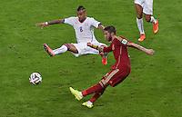 FUSSBALL WM 2014  VORRUNDE    Gruppe B     Spanien - Chile                           18.06.2014 Sergio Ramos (vorn, Spanien) gegen Arturo Vidal (hinten, Chile)