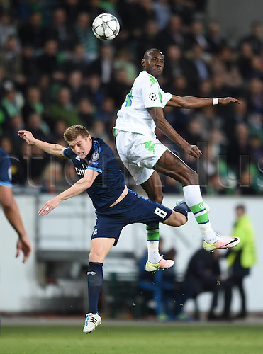06.04.2016. Wolfsburg, Geramny. UEFA Champions League quarterfinal. VfL Wolfsburg versus Real Madrid.  Toni KROOS (Real) loses the header to Joshua GUILAVOGUI (VfL)