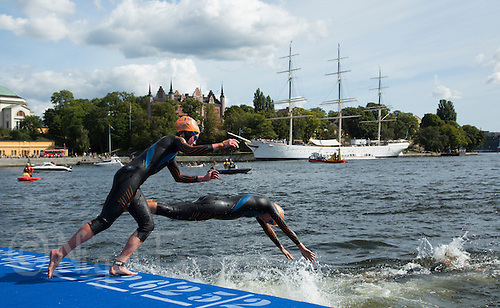 24 AUG 2013 - STOCKHOLM, SWE - Competitors dive back into the water for the start of their second swim lap during the elite women's ITU 2013 World Triathlon Series round in Gamla Stan in Stockholm, Sweden (PHOTO COPYRIGHT © 2013 NIGEL FARROW, ALL RIGHTS RESERVED)