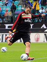 "Calcio, Serie A: Siena-Milan. Siena, stadio ""Artemio Franchi"" , 29 aprile 2012..Football, Italian serie A: Siena vs AC Milan. Siena's ""Artemio Franchi"" stadium, 29 april 2012..AC Milan forward Zlatan Ibrahimovic, of Sweden, warms up before the match..UPDATE IMAGES PRESS/Riccardo De Luca"