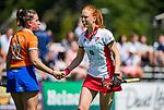 BLOEMENDAAL - Kim van Roosmalen (MOP) met Bodine Boelaars (Bldaal) na  de tweede Play Out wedstrijd hockey dames, Bloemendaal-MOP (5-1)  COPYRIGHT KOEN SUYK