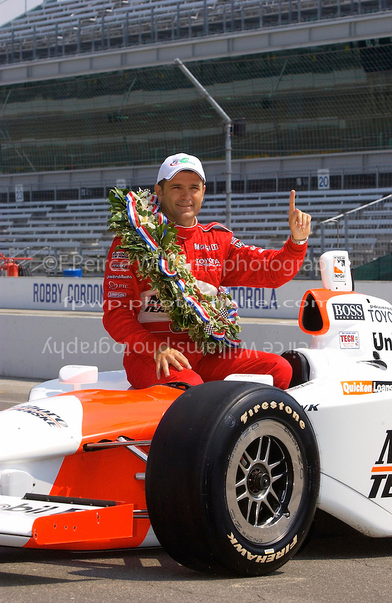87th Indianapolis 500, Indianapolis Motor Speedway, Speedway, Indiana, USA  25 May,2003.Gil de Ferran wears the Panoz G-Force hat..World Copyright©F.Peirce Williams 2003 .ref: Digital Image Only..F. Peirce Williams .photography.P.O.Box 455 Eaton, OH 45320.p: 317.358.7326  e: fpwp@mac.com..
