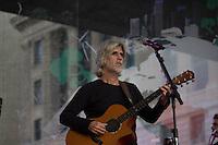 SAO PAULO, SP, 01 DE MAIO DE 2013 - FESTA CUT NO ANHANGABAÚ - Osvaldo Montenegro canta na festa do dia do trabalho na praça do Anhangabaú em São Paulo. FOTO: MARCELO BRAMMER / BRAZIL PHOTO PRESS